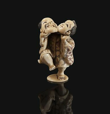 ANTIQUE NETSUKE SIGNED ON THE BASE.19th/ early 20t. CHARACTER WITH MASK