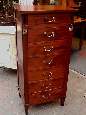 antique chest drawers / wellington chest