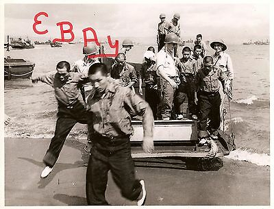 WWII 8X10 PHOTOGRAPH US ARMY  MANILA PHILIPPINES 1945 CAPTURED JAPANESE SOLDIER