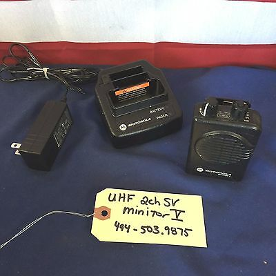 Motorola Minitor V (5) UHF 494-503.9875 MHz 2CH Stored Voice Pager w/Chrgr