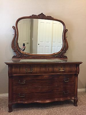 Vintage Antique Mahogany Dresser w/mirror and locking drawers