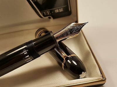 MONTBLANC Meisterstuck Large N°149 Black & Gold FOUNTAIN PEN with 14K Gold NIB