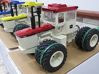 John Deere 7520 4WD Precision Engineering Toy Tractor Patio Set RARE LOT 4 NEAT!