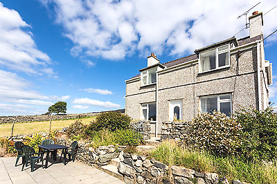 WiFi and Pets Welcome in a Luxurious country cottage in Snowdonia North Wales