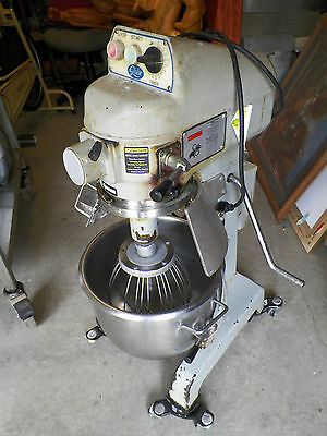 GLOBE SP20 20QT Mixer HOBART USED with whisk in Alabama