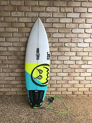 "JS surfboard 5'4"" with FCS cover & fins"
