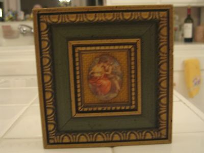 Beautiful Small Vintage Ornate Gold Frame With Oval Cameo Of Victorian Ladies