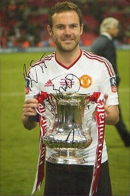 12x8 HAND SIGNED PHOTO JUAN MATA HOLDING FA CUP MANCHESTER UNITED