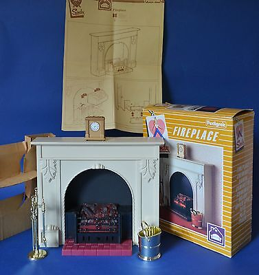Vintage Pedigree Sindy 1984 Boxed Fireplace with Accessories Working.