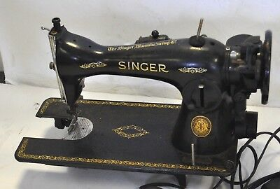 Vintage 1952 Singer Sewing machine Model 15 for Parts / Restoration -- Works