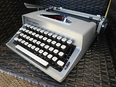 Vintage Remington Travel-Riter portable typewriter & case Ex. Cond. 1950s