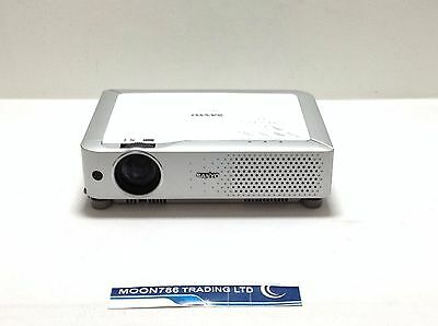 SANYO PLC-XU74 LCD PROJECTOR USED 328h LAMP HOURS IMAGE BRIGHT | REF:1054