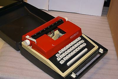 Vintage Petite International Deluxe Portable Manual Typewriter with Case Red AS