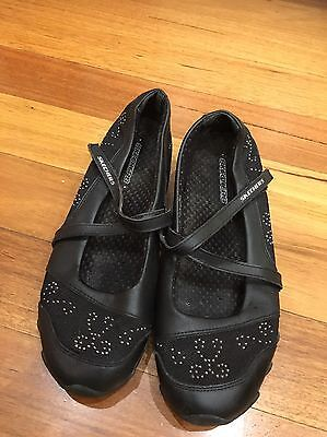 Sketchers Leather shoes Size 7 Sneakers Black Walking Casual
