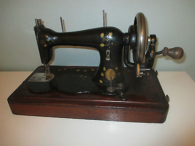 SINGER IMPROVED FAMILY 1885 HAND CRANCK VERSION sewing machine with case