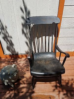 American Country style stripped pine spindle back rocking chair (19/20th Cent.)