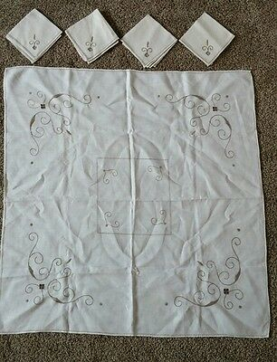 Vintage Embroidered Cotton Centerpiece Table Runner with Matching Set of Napkins