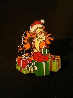 Disney Pin Disney Store USA 100 Acre Collection Tigger with Presents Pin
