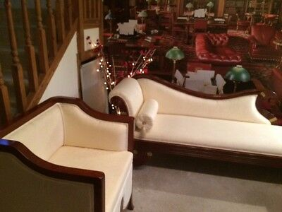 Chaise Lounge & 2 Matching Chairs