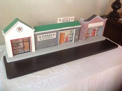 CROWN PREMIUMS TEXACO DIORAMA 102 Out Of 250.CERTIFICATE OF AUTHENTICITY