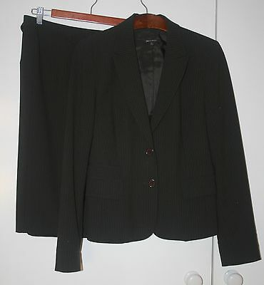 Gorgeous Ladies Cue In The City Skirt Suit With Belt Size 12 Euc