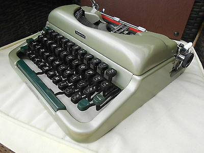 Vintage Imperial Good Companion 4 portable typewriter & case Ex. Cond. 1960