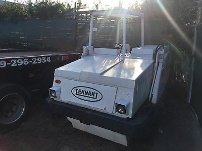 Tennant 92 parking lot  Sweeper w/Cab.Super clean unit ,extend brush..245Hrs