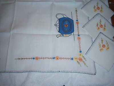 """Vintage Hand Stiched Tablecloth approx 32""""X30"""" + 4 Napkins 10"""" x 11"""""""