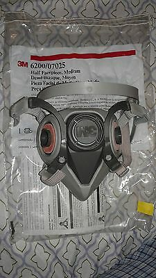 3M 6200/07025 Respirator Half Face Mask Medium