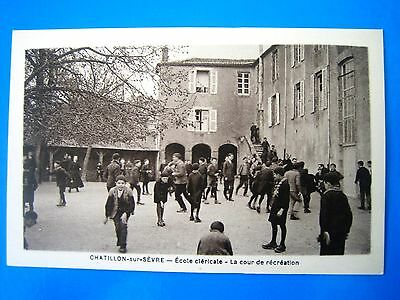 Cpa  Chatillon Sur Sevre-Ecole Clericale-La Cour De Recreation-Animee
