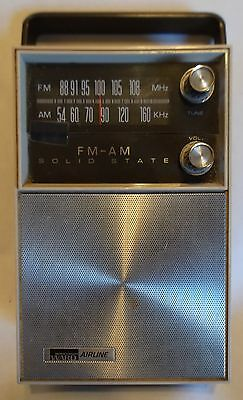 Vintage Montgomery Ward Airline solid state FM AM portable radio Model GEN-1562A