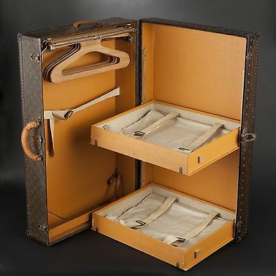 Very Rare Louis Vuitton. Wardrobe trunk Champs-Elysées, n° 797370