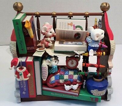 Illuminated Deluxe Musical Action ENESCO 1994 Booked For The Holidays Music Box