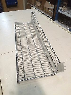 Heavy duty wire shelf with connectors for 40mm pitch wall strip
