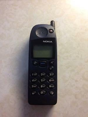 Vintage Nokia 5110 with battery