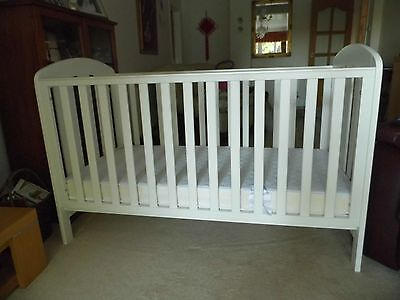 Mamas & Papas Vico Cotbed / Junior Bed with Quality Mattress