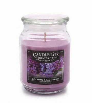 Candle-Lite - Duftkerze Blooming Lilac Garden - 510g