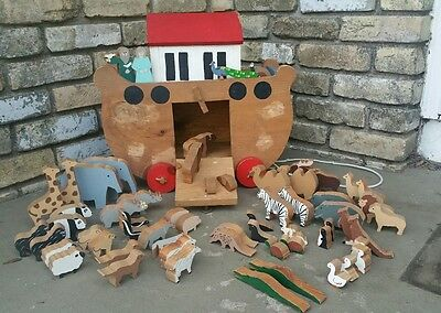 "17.75"" Hand Crafted primitive Wooden Noah's Ark with Hand-painted Animals"