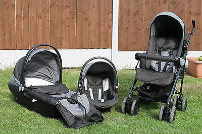 Chicco travel system 3 in 1. Perfect condition. Stroller, car seat, travel cot
