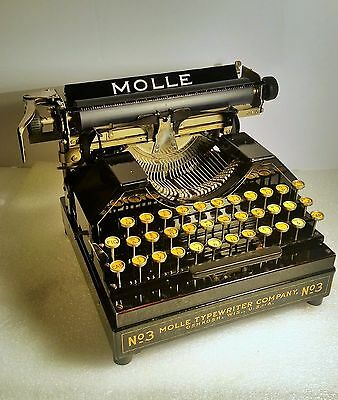Vintage Molle 3 Typewriter Near Mint Condition With Hard Case, Fully Functioning