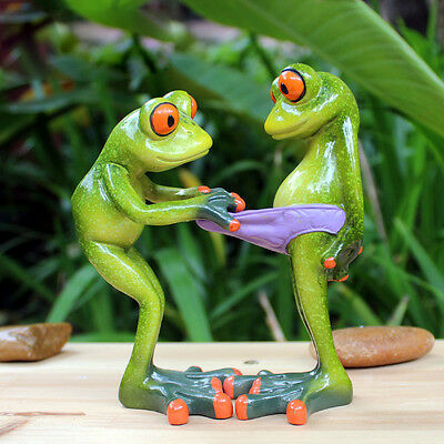 Novelty Cute Frog Figurines--Lewd Green Frog Resin Sculpture Desk Decoration 018