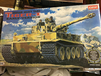 1/35 Academy Model Kit, Tiger I Early Version with complete interior