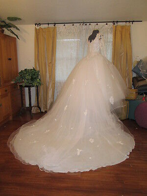 Princess Ball Gown Wedding Dress 8 ft Detach Train-regal coronation Huge tulle