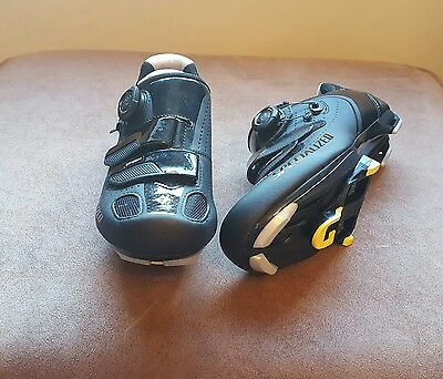Specialized Ember Women's road shoe. Size 5.5. Only used on turbo a couple times