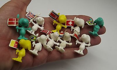 VINTAGE CEREAL PREMIUM 10 FIGURES DOLL MINIATURES Peanuts snoopy FLAGS TOY D-2