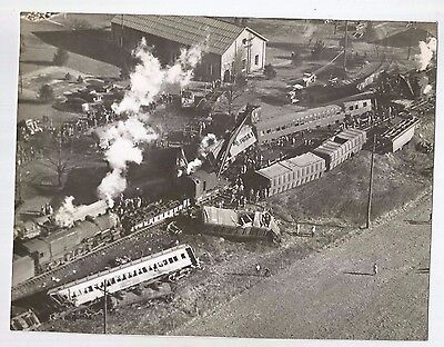 Vtg Press Photo  1946 Train Wreck    #2416