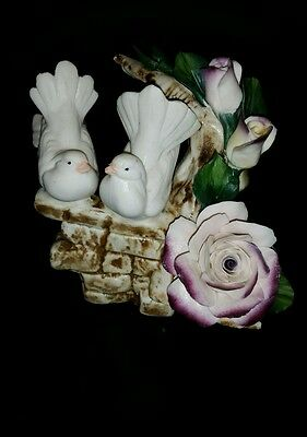 Vintage Capodimonte Porcelain Pair of White Doves Bird Figurine Made In Italy
