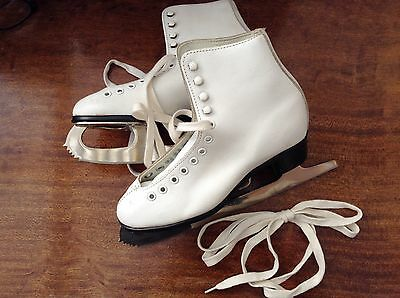 """NEW """"Pastime"""" Girls Ice Skates Made In Canada White Leather Sz 8.75 CCM Complete"""