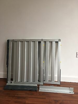 2x Award winning Lindam Numi Stair Gates extendable. Excellent Condition.
