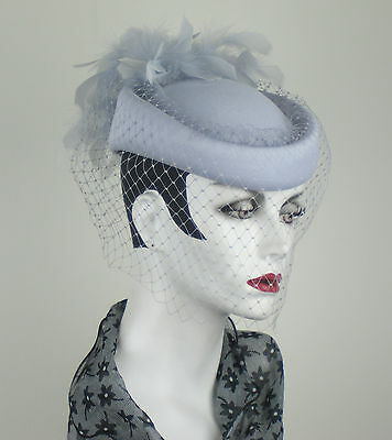 SUPERB !! VINTAGE 1980s SILVER GREY FEATHER PILL BOX HAT